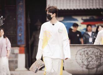[新闻]210826 戴好口罩做好防护安全意识满分 陈立农早早上班开启新一天工作