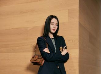 [新闻]210827 迪丽热巴更博分享LV大片 演绎酷飒女孩的穿搭风格