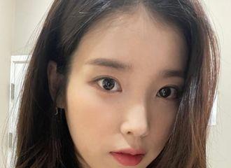 [新闻]210828 IU,是不是给皮肤照明了?清纯的美人...洋娃娃本身