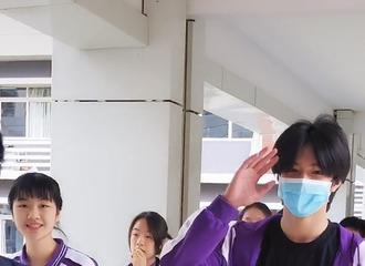 [分享]210829 体验一把沉浸式上学 一不小心撞见了限定初中生刘耀文
