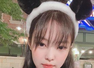 [新闻]210901 BLACKPINK JENNIE齐刘海,说是中学生也会相信