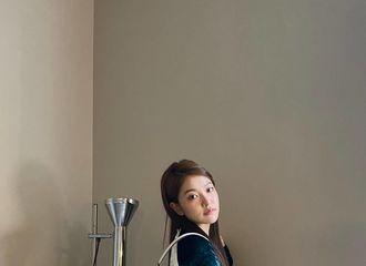 [新闻]210916 Red Velvet YERI,令人瞩目的蚂蚁腰..被冷酷的气氛所吸引