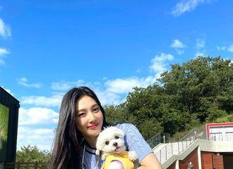 [新闻]210921 Joy紧紧抱住宠物狗狗,幸福的微笑