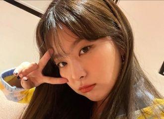 [新闻]211022 Red Velvet涩琪,以可爱的姿势抓住饭心